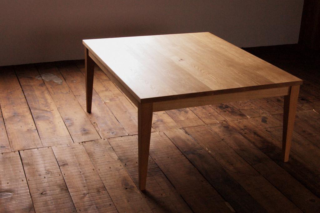 ナラ無垢材のローテーブル